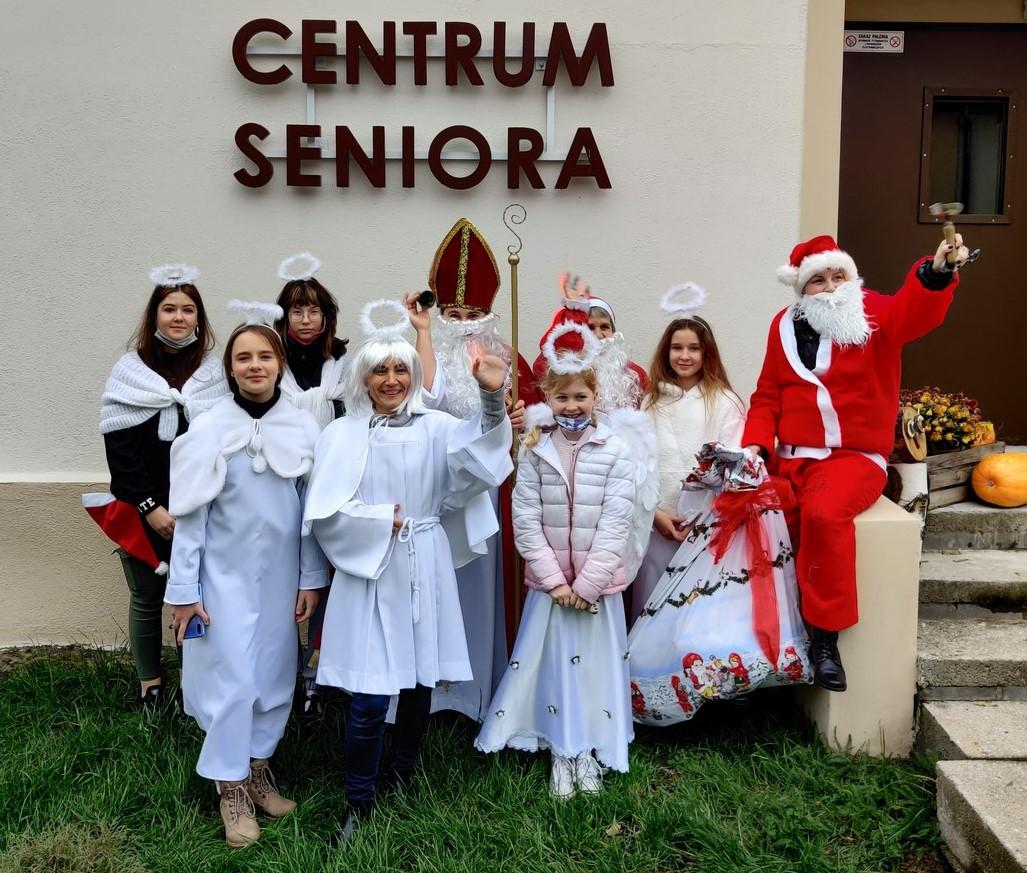 Ilustracja do informacji: Mikołaje i Anioły odwiedziły Seniorów
