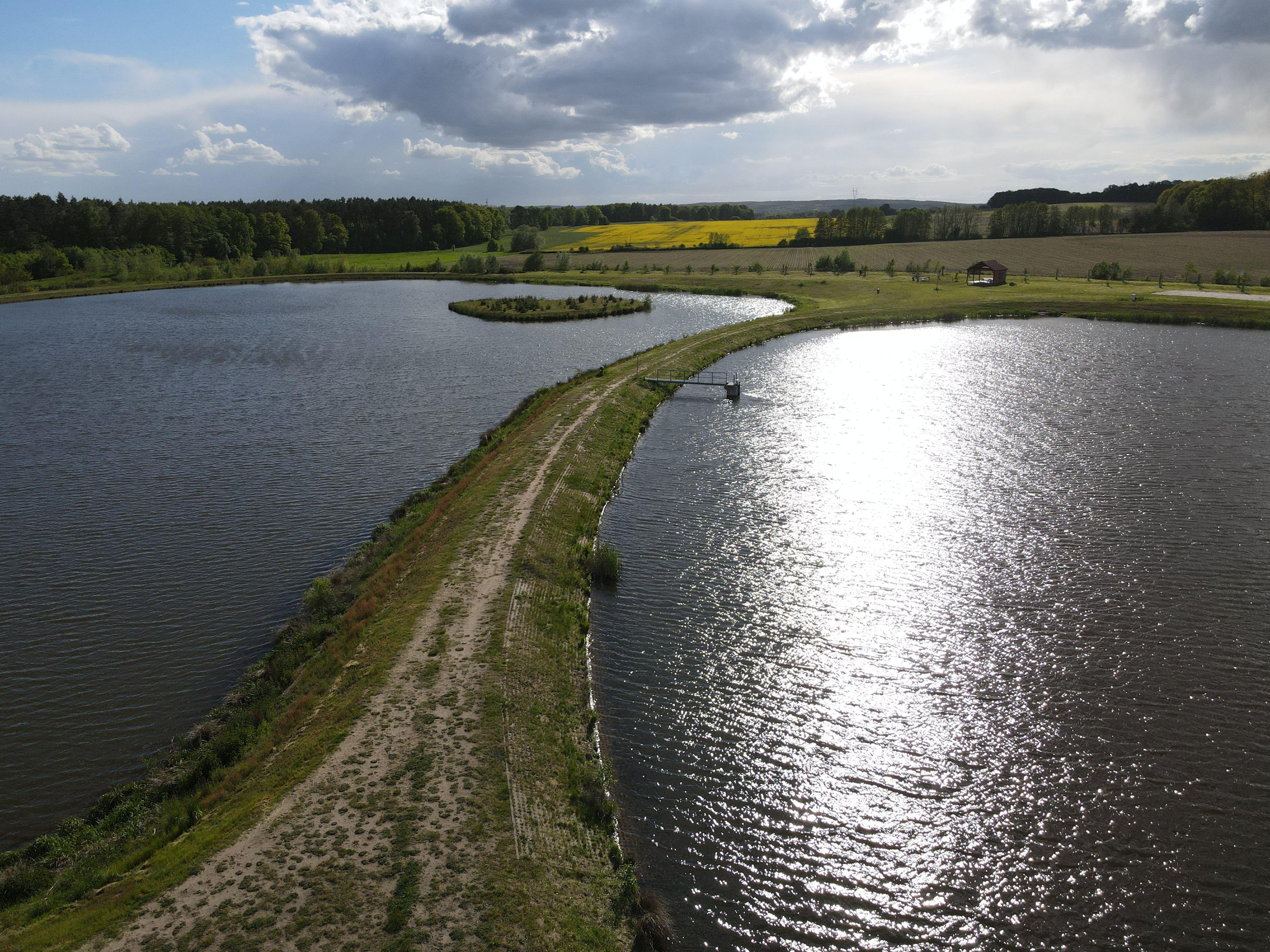 Ilustracja do informacji: Sprzątanie zalewu