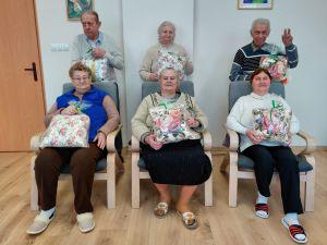 Miniatura zdjęcia: Druga grupa Seniorów otrzymała upominki z okazji Dnia Babci i Dziadka