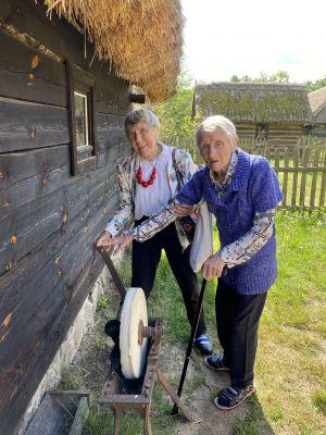 Miniatura zdjęcia: Seniorzy w Skansenie w Ochli